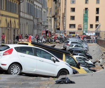 FOTOD! Firenze linnasüdames varises kokku Arno jõe kaldapealne