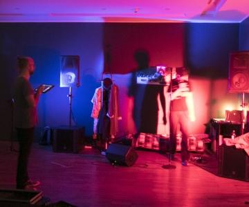 FOTOD! Kumu öö ühendas kunsti ja muusika tormisest ilmast hoolimata