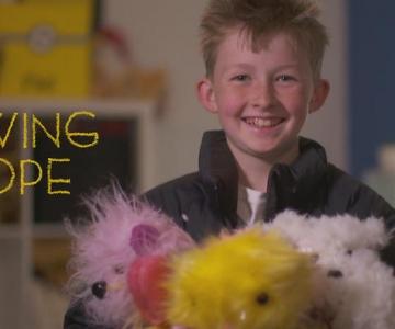 ÜLIARMAS VIDEO! 12-aastane poiss õmbleb haigetele lastele mängukarusid