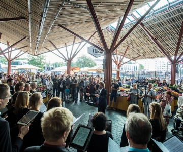 VIDEO! Collegium Musicale üllatas Balti jaama turulisi