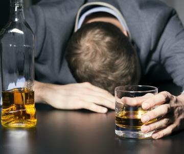 LUGEJA KÜSIB, PSÜHHIAATER VASTAB: Millal on vaja alkoholi pärast ravile minna?