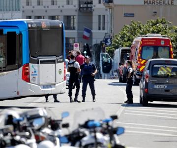 Marseille'is rammis auto kaht bussipeatust, hukkus üks inimene