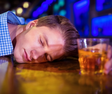 PANE TÄHELE: Kolm viisi, kuidas alkoholitootjad üle kogu maailma rahvast eksitavad