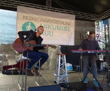 FOTOD JA VIDEO! Autovabal päeval sai nautida Tanel Padari ja Tomi Rahula akustilist kontserti