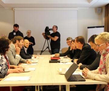 FOTOD JA VIDEO! Aas kohtumisest sotsidega: rääkida saame me vähemalt kõigist teemadest