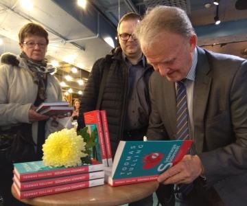 """VIDEO! Eesti tippkirurg Toomas Sulling esitleb oma raamatut """"Südamega südamest"""""""