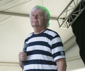 VAATA OTSE KELL 18! Mustamäe tähistab riigi sünnipäeva tasuta Ivo Linna kontserdiga