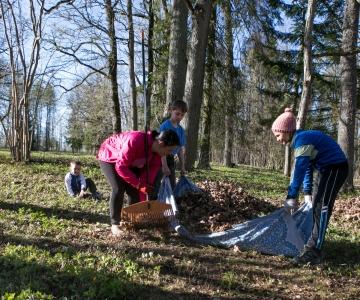 Heakorrakuu toob aprillis maaema päeva ja ohtlike jäätmete kogumise