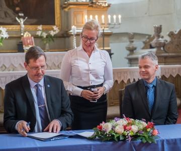 FOTOD! Tallinn loovutas Toomkiriku kogudusele, ees ootab uuestisünd