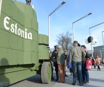 FOTOD! Veteranirock tõi militaarmessi Vabaduse väljakule