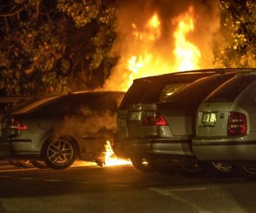 Rootsis põletati taas autosid