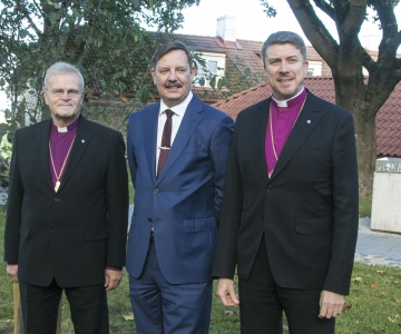 FOTOD JA VIDEO! Linnapea ja peapiiskop tutvusid renoveeritud Piiskopi aiaga
