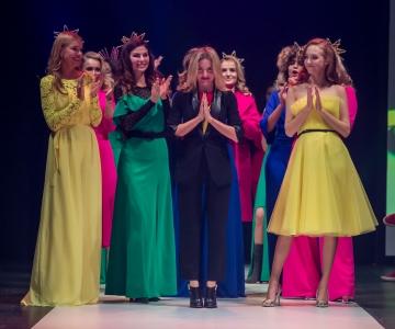 Tallinn Fashion Weeki kolmandat päeva ehtisid kuldselt küütlevad kangad ja sillerdav litrisära