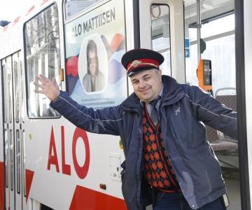 FOTOD JA VIDEO: Alo Mattiiseni tramm meenutab rahvale Eesti vabaks laulmist
