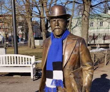 Tallinna kesklinna mälestusmärgid said iseseisvuspäevaks sinimustvalged sallid