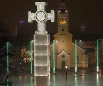 VAATA FOTOSID: Vabaduse väljaku valgustuspostid värvusid Iirimaa rahvuspüha puhul roheliseks
