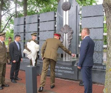 Tondil avati memoriaal Eesti ohvitseridele