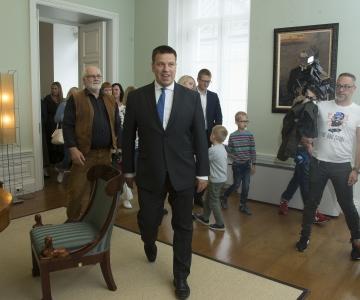 VAATA PILTE JA VIDEOT! Peaminister tutvustas linnarahvale Stenbocki maja