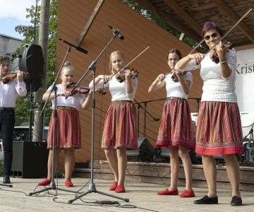 VAATA PILTE: Kristiines tähistati taasiseseisvumispäeva suure rahvapeoga