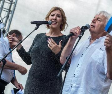 VIDEO JA FOTOD: Taasiseseisvumispäeva kontserdil Harjumäel esinesid Ivo Linna ja Kaire Vilgats