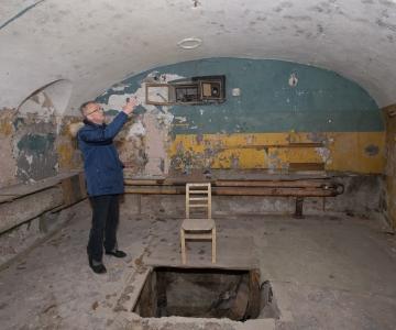 FOTOD JA VIDEO! Vaata Patarei vangla hukkamiskambrit ja ust, mille kaudu põgenes vapside juht Artur Sirk