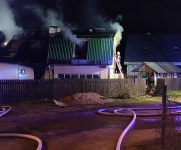 VIDEO! Uurimine: tulekahju sai alguse majast seest külmkappide juurest