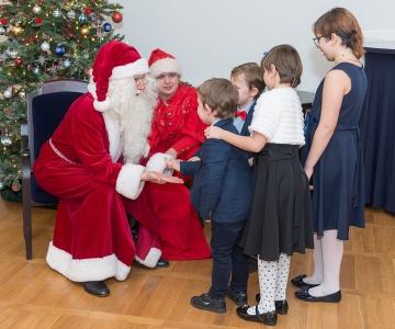 FOTOD: Tallinnas võeti asenduspered vastu suure jõulumeeleoluga