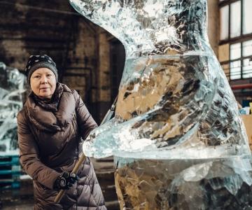 FOTOD: Kristiine keskuse ees avatakse metallroti jääskulptuur
