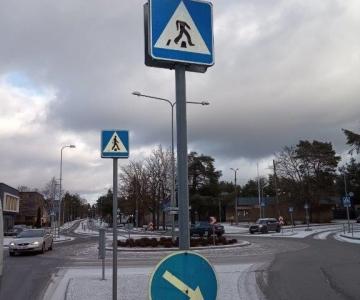 FOTOD! Nõmmel on viimastel nädalatel rikutud mitukümmend liiklusmärki