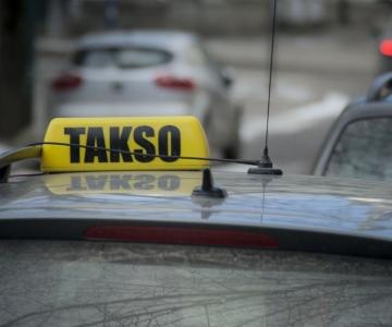 VAATA OTSE KELL 12: abilinnapea Novikov tutvustab uues pressikeskuses, mida on kavas muuta taksojuhtide töös