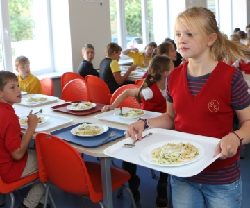 VIDEO! Tallinn pakub õpilastele võimalust saada sooja koolilõunat