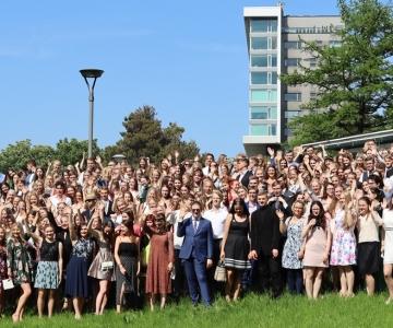VIDEO! Tallinn lubab lõpuaktustele ka lõpetajate vanemad