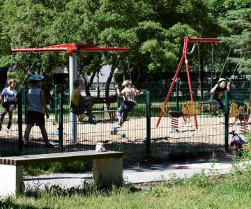 Kristiine linnaosa Räägu pargi laste mänguväljak sai suveks vahva täienduse