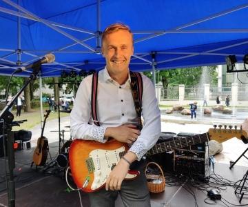 VAATA OTSE SIIT KELL 19: Kassisaba suveõhtul annab kontserdi Kruuv