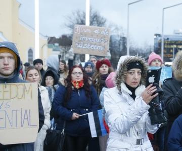 FOTOD! Kuulo Kutsar protestijatele: maski kandmine on igal juhul kasulik