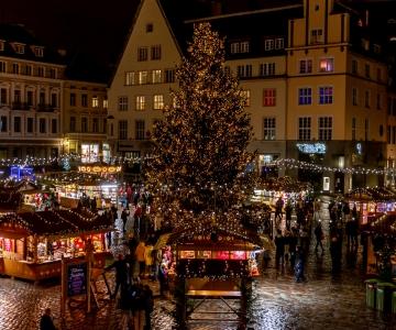VIDEO JA FOTOD! Raekoja platsil süttisid jõulutuled