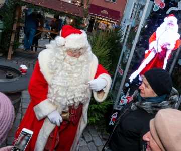 VIDEO JA FOTOD! Raekoja platsi külastab sel aastal hologramm-jõuluvana