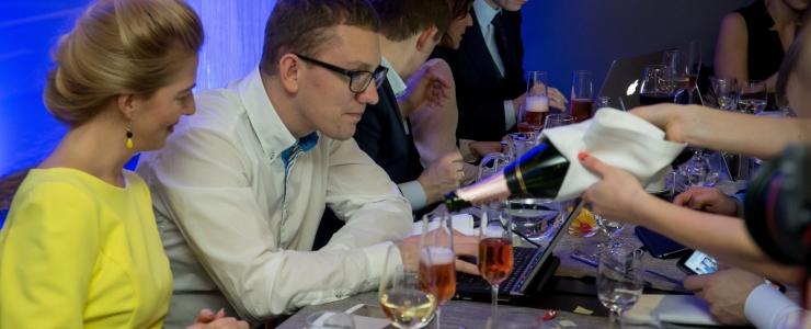 Arstide liit: soovitame majandusministril alkoholitootjate selja tagant välja tulla