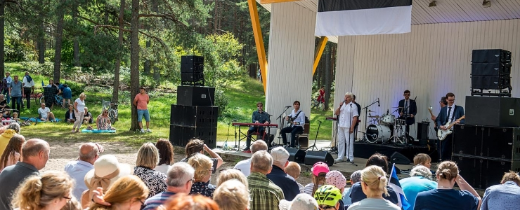 Tallinnas tähistatakse taasiseseisvumispäeva kuni hiliste õhtutundideni