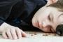 RAVIMIHOOAEG: Vanemad unustavad tabletid lauale lapse käeulatusse