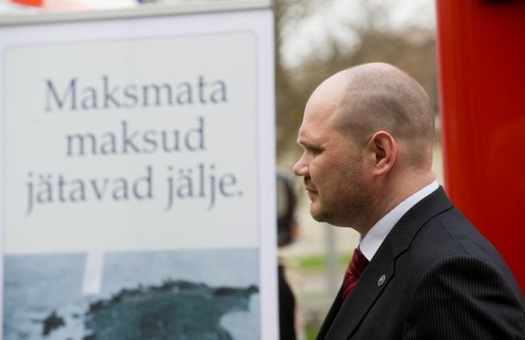 Suurfirmade hiigelkasumid koorivad valitsuse tahtel väikest Eestit