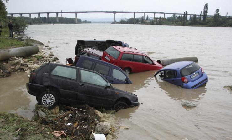 Bulgaarias Varnas hukkus tulvavetes 10 inimest