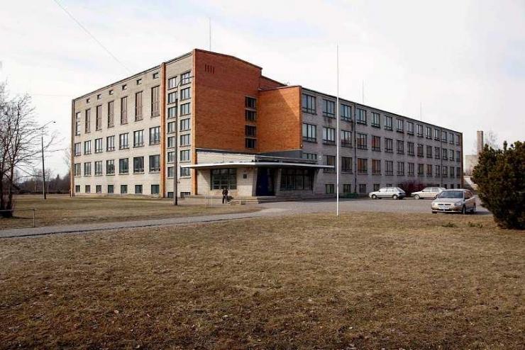 Viljandi linn palub meedial Paalalinna kooli leina austada