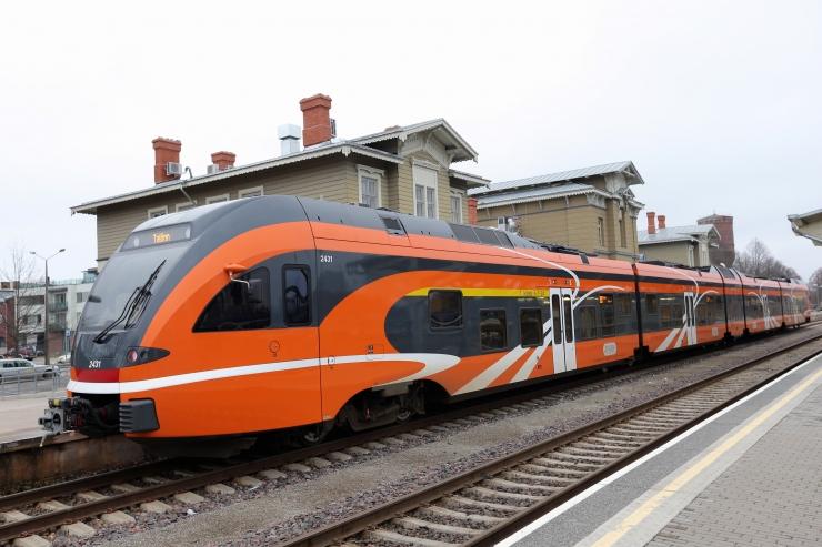 Miks hakkavad Tallinna-Tartu rongid alates laupäevast aeglasemini sõitma?