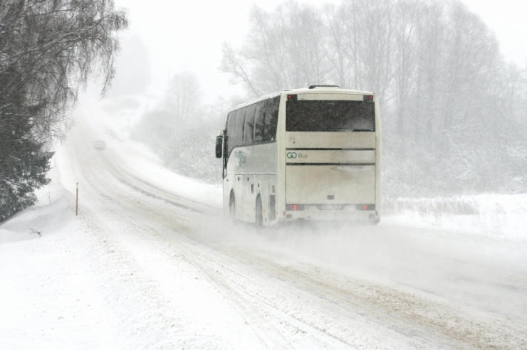 POOL TUNDI HILJAKS: Libedus hoidis Muhu busse kinni