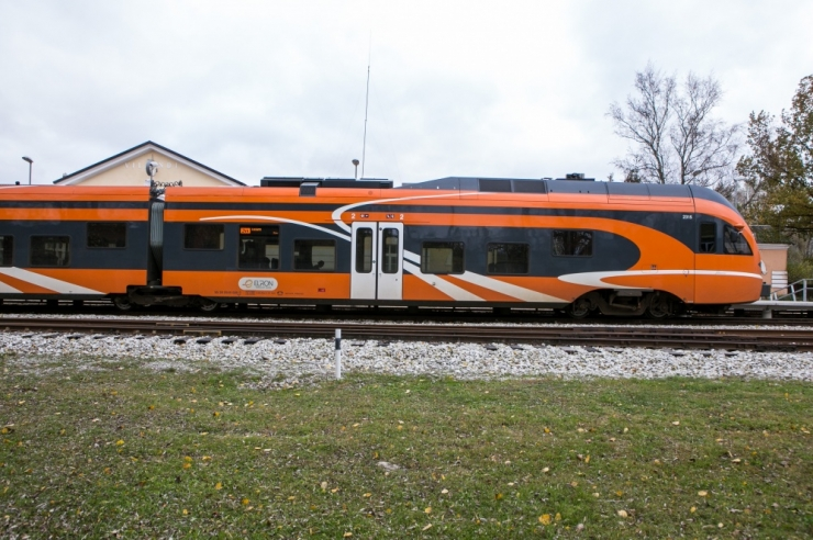 PALO RONGID: Elron peatas Balti jaama ramminud rongijuhi tööloa