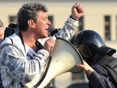 Moskva kesklinnas tapeti Putinit Ukraina teemadel kritiseerinud opositsionäär Boriss Nemtsov