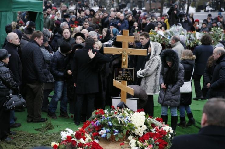 Mõrvatud opositsionäär Boriss Nemtsov maeti Trojekurovskoje kalmistule