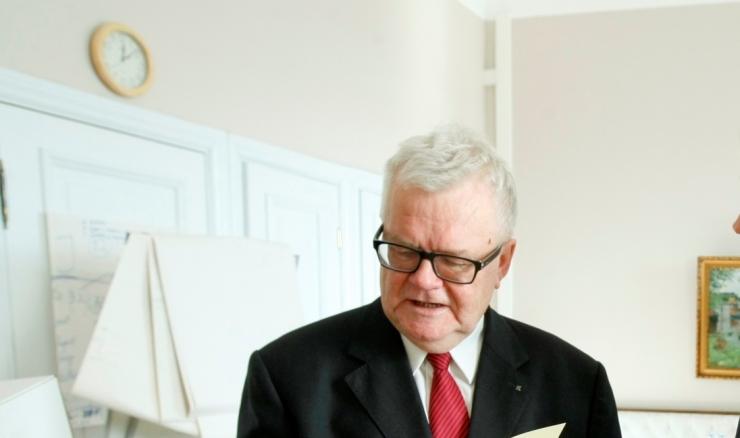 Linnapea Edgar Savisaar viibib haiglas