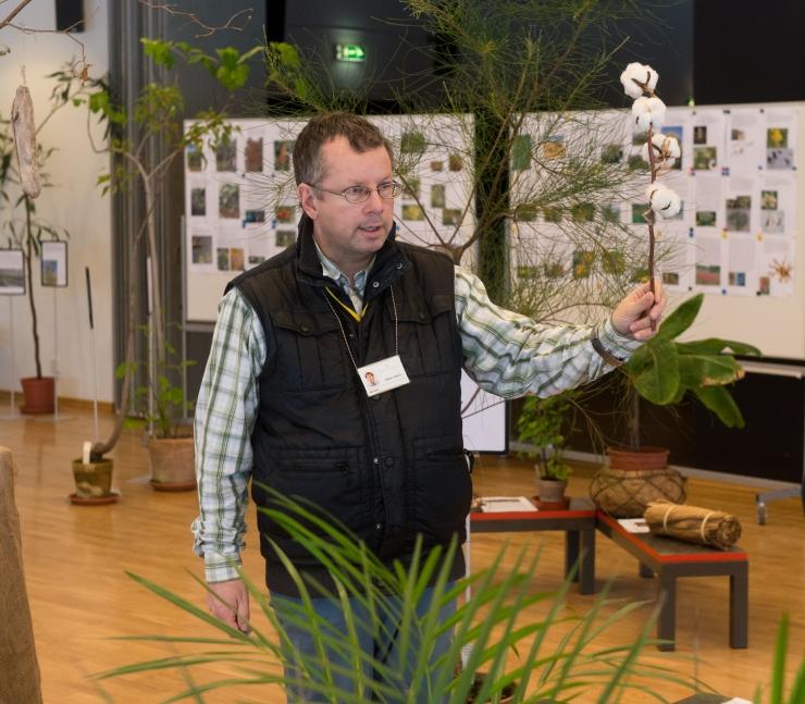Botaanik Urmas Laansoo: minu kahjuritõrje on koduaia linnud